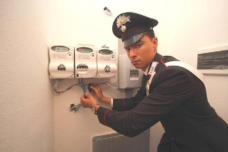 http://www.ragusanews.com//immagini_articoli/16-07-2014/arrestato-ad-ispica-per-furto-energia-elettrica-500.jpg