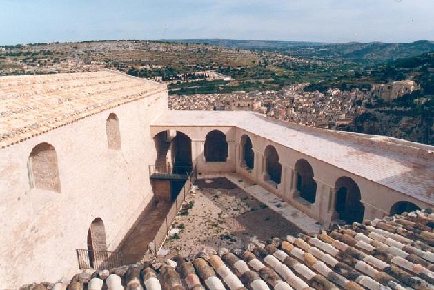 https://www.ragusanews.com//immagini_articoli/16-07-2016/gli-orari-di-apertura-del-convento-della-croce-420.jpg