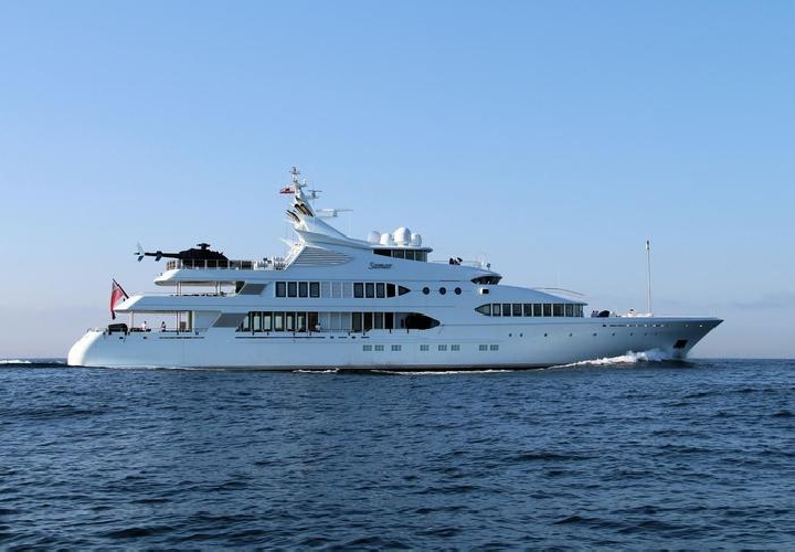 https://www.ragusanews.com//immagini_articoli/16-07-2017/samar-yacht-elicottero-testa-approda-sicilia-500.jpg
