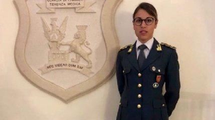 https://www.ragusanews.com//immagini_articoli/16-07-2018/modica-comandante-guardia-finanza-donna-240.jpg