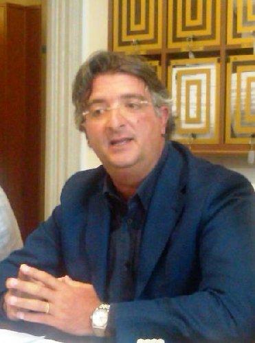 https://www.ragusanews.com//immagini_articoli/16-07-2018/ragusa-fabrizio-ilardo-presidente-consiglio-comunale-500.jpg