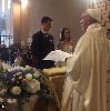 https://www.ragusanews.com//immagini_articoli/16-07-2018/sposano-sorpresa-arriva-papa-francesco-unisce-100.png