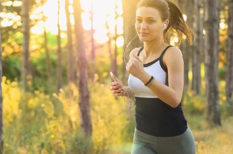 https://www.ragusanews.com//immagini_articoli/16-07-2020/combattere-la-cellulite-a-tavola-i-cibi-che-ci-aiutano-500.jpg
