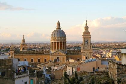 https://www.ragusanews.com//immagini_articoli/16-07-2021/dopo-20-anni-restaurata-la-cupola-della-basilica-di-comiso-280.jpg