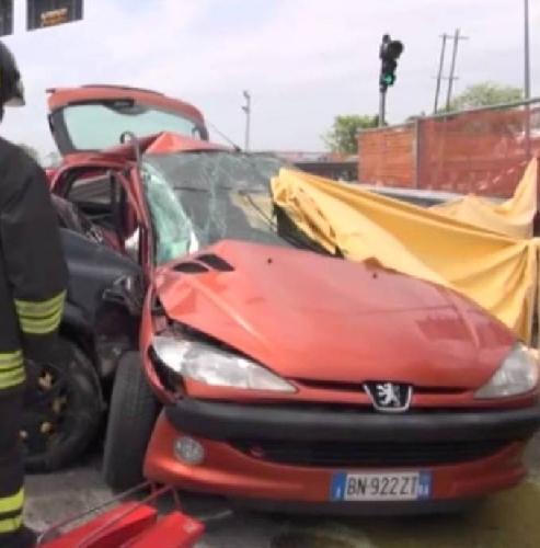 https://www.ragusanews.com//immagini_articoli/16-08-2017/incidente-ragusacatania-ferito-43enne-500.jpg