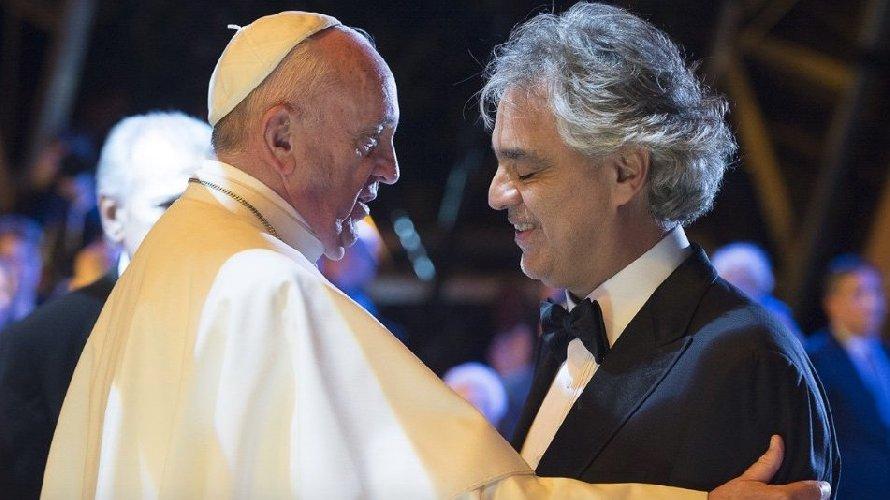 https://www.ragusanews.com//immagini_articoli/16-08-2018/bocelli-cantero-papa-francesco-500.jpg