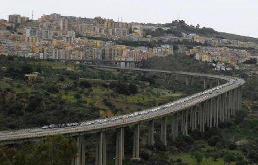 https://www.ragusanews.com//immagini_articoli/16-08-2018/settembre-agrigento-decide-abbattere-ponte-morandi-240.jpg