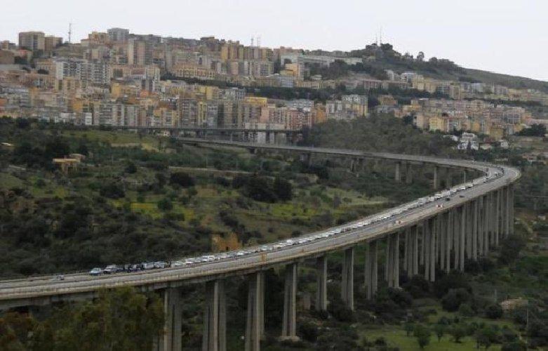 https://www.ragusanews.com//immagini_articoli/16-08-2018/settembre-agrigento-decide-abbattere-ponte-morandi-500.jpg