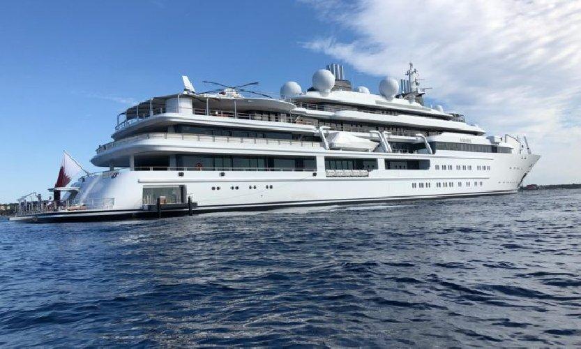 https://www.ragusanews.com//immagini_articoli/16-08-2019/a-fontane-bianche-c-e-lo-yacht-sceicco-500.jpg