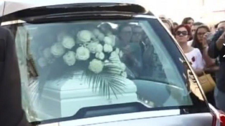 https://www.ragusanews.com//immagini_articoli/16-08-2019/i-funerali-di-nadia-toffa-500.jpg