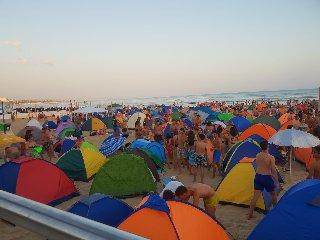 https://www.ragusanews.com//immagini_articoli/16-08-2019/la-tendopoli-di-ferragosto-a-marina-di-ragusa-240.jpg