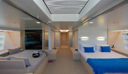 https://www.ragusanews.com//immagini_articoli/16-08-2020/1597595767-yacht-in-sicilia-il-better-place-a-vela-ed-ecosostenibile-1-240.jpg
