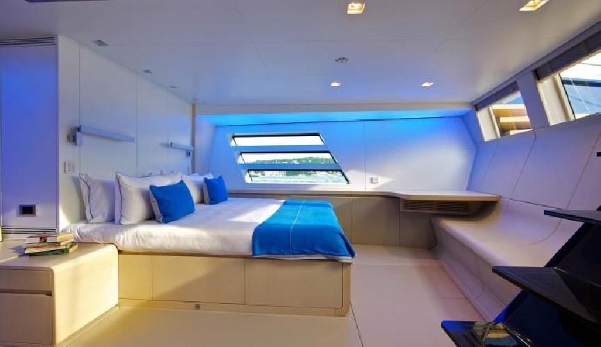 https://www.ragusanews.com//immagini_articoli/16-08-2020/1597595767-yacht-in-sicilia-il-better-place-a-vela-ed-ecosostenibile-2-500.jpg