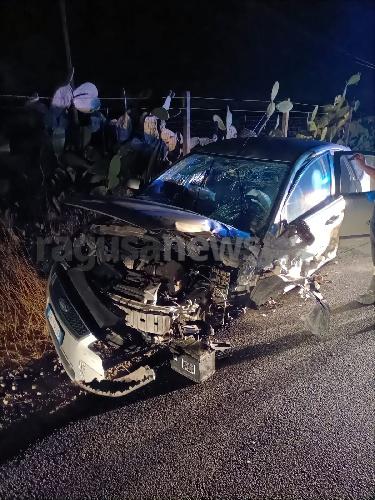 https://www.ragusanews.com//immagini_articoli/16-08-2021/1629101526-incidente-frontale-nel-ragusano-un-morto-e-5-feriti-3-500.jpg