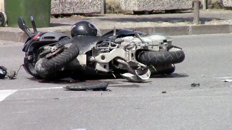 http://www.ragusanews.com//immagini_articoli/16-09-2014/scooter-contro-auto-grave-15enne-500.jpg
