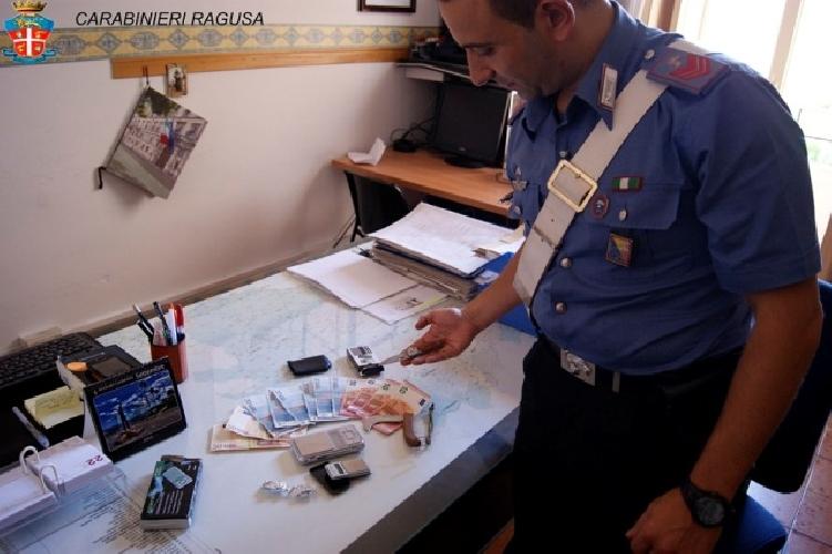 http://www.ragusanews.com//immagini_articoli/16-09-2015/droga-arrestato-30enne-500.jpg