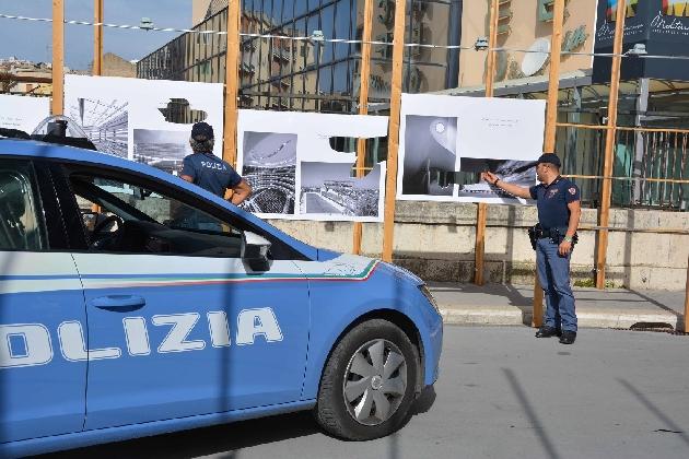http://www.ragusanews.com//immagini_articoli/16-09-2016/distrugge-i-pannelli-della-mostra-architettura-oggi-denunciato-albanese-420.jpg