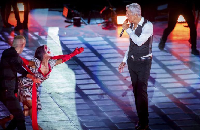 https://www.ragusanews.com//immagini_articoli/16-09-2018/spettacolo-claudio-baglioni-arena-verona-500.png