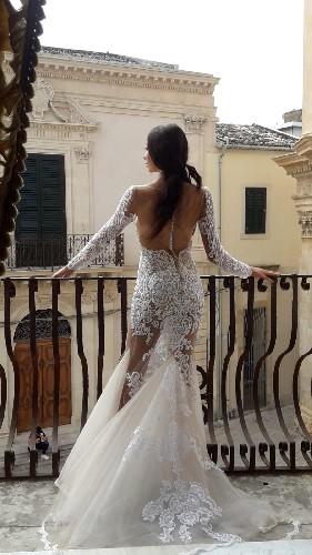 https://www.ragusanews.com//immagini_articoli/16-09-2020/1600259277-lo-stilista-emanuele-bilancia-sceglie-scicli-per-i-suoi-abiti-da-sposa-1-500.jpg