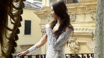 https://www.ragusanews.com//immagini_articoli/16-09-2020/1600259321-lo-stilista-emanuele-bilancia-sceglie-scicli-per-i-suoi-abiti-da-sposa-1-240.jpg