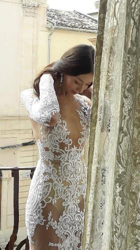 https://www.ragusanews.com//immagini_articoli/16-09-2020/1600259322-lo-stilista-emanuele-bilancia-sceglie-scicli-per-i-suoi-abiti-da-sposa-2-500.jpg