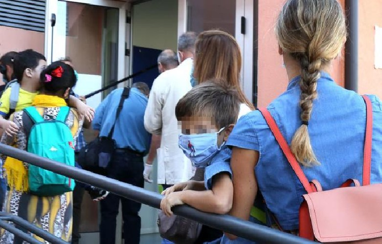 https://www.ragusanews.com//immagini_articoli/16-09-2020/sicilia-maestra-positiva-chiude-scuola-dell-infanzia-500.jpg
