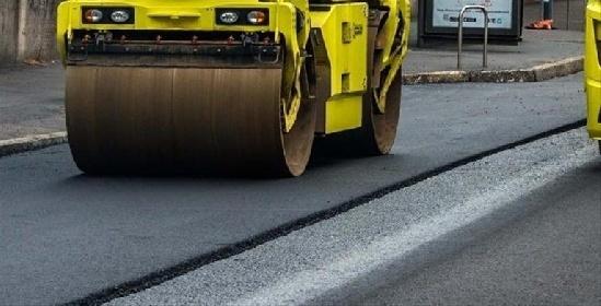 https://www.ragusanews.com//immagini_articoli/16-09-2021/a-modica-si-asfaltano-le-strade-il-primo-giorno-di-scuola-280.jpg