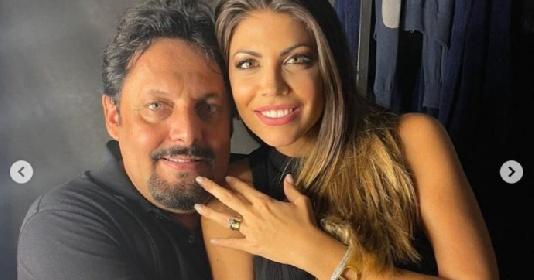https://www.ragusanews.com//immagini_articoli/16-09-2021/enrico-brignano-proposta-di-matrimonio-romantica-all-arena-di-verona-280.jpg