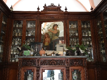 https://www.ragusanews.com//immagini_articoli/16-09-2021/piccoli-musei-giornata-all-antica-farmacia-cartia-280.jpg