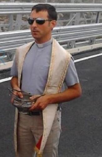 http://www.ragusanews.com//immagini_articoli/16-10-2014/don-michele-il-prete-piu-amato-500.jpg