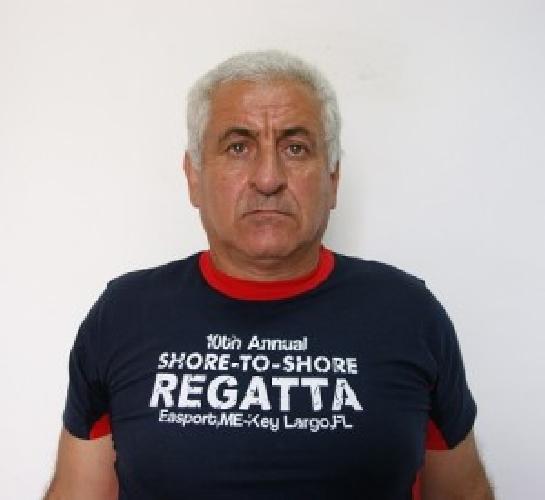 http://www.ragusanews.com//immagini_articoli/16-10-2014/francesco-gulino-con-il-fucile-in-masseria-500.jpg