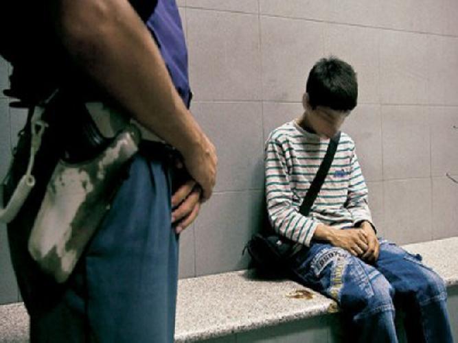 https://www.ragusanews.com//immagini_articoli/16-10-2014/minorenne-denunciato-per-resistenza-a-pubblico-ufficiale-500.jpg