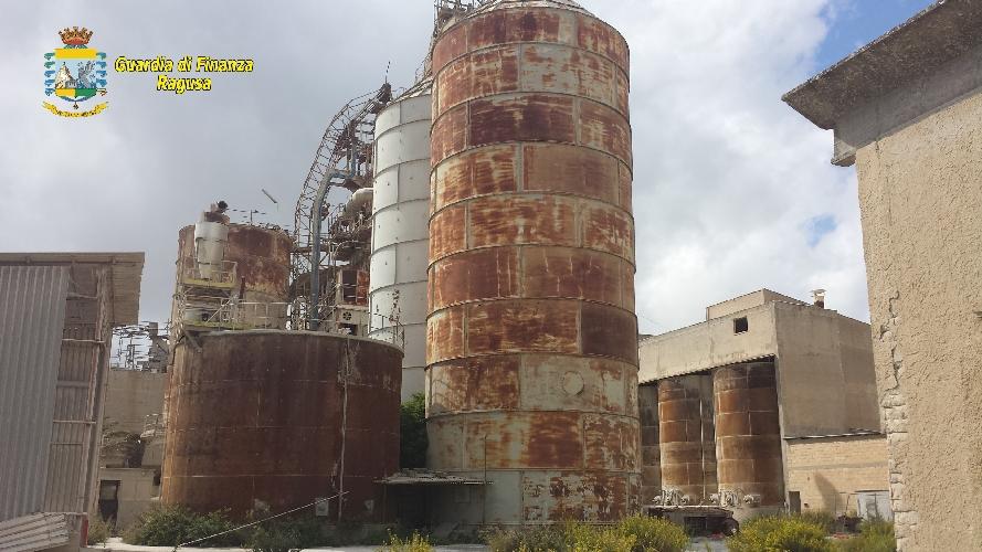 http://www.ragusanews.com//immagini_articoli/16-10-2015/sequestrata-bomba-ecologica-a-tabuna-500.jpg