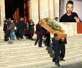 http://www.ragusanews.com//immagini_articoli/16-10-2017/celebrati-funerali-34enne-morto-ictus-240.jpg