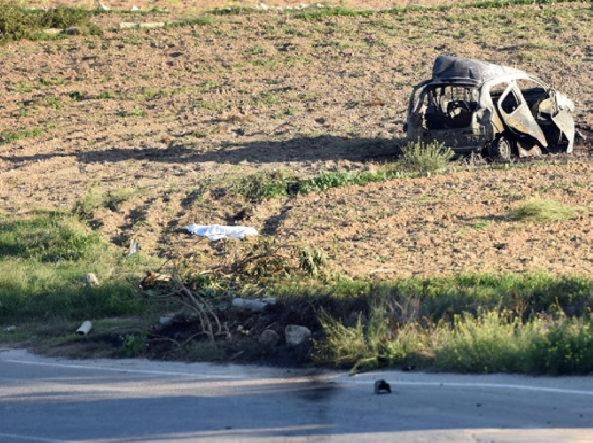 http://www.ragusanews.com//immagini_articoli/16-10-2017/esplode-auto-muore-giornalista-maltese-anticorruzione-foto-video-500.jpg