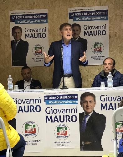 http://www.ragusanews.com//immagini_articoli/16-10-2017/giovanni-mauro-apre-comitato-elettorale-chiaramonte-500.jpg