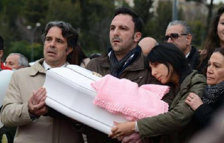 https://www.ragusanews.com//immagini_articoli/16-10-2017/neonata-morta-ambulanza-viaggio-ragusa-processo-500.jpg
