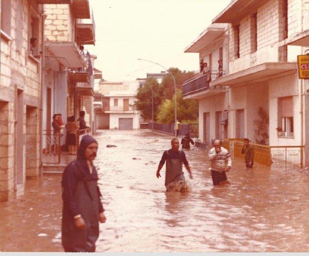 https://www.ragusanews.com//immagini_articoli/16-10-2018/cattaneo-allagata-pozzallo-settembre-1979-foto-500.jpg