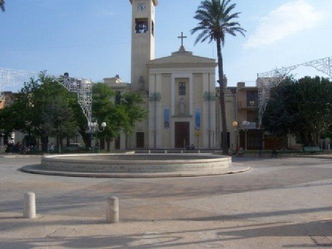 https://www.ragusanews.com//immagini_articoli/16-10-2018/droga-arrestato-tunisino-piazza-manin-500.jpg