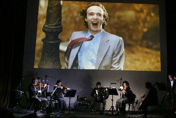 https://www.ragusanews.com//immagini_articoli/16-10-2018/musica-cinema-insieme-teatro-garibaldi-240.jpg