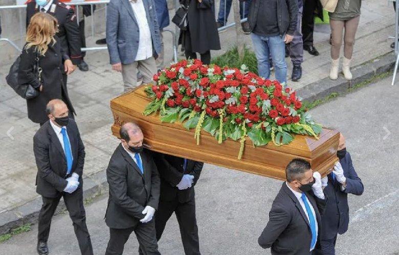 https://www.ragusanews.com//immagini_articoli/16-10-2020/i-funeriali-di-jole-santelli-una-donna-che-ha-amato-la-calabria-500.jpg