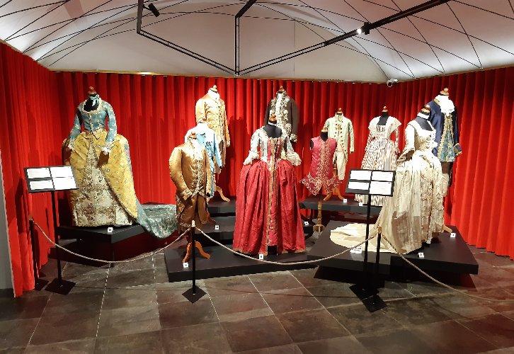 https://www.ragusanews.com//immagini_articoli/16-10-2020/inaugurato-il-museo-del-costume-al-castello-di-donnafugata-500.jpg