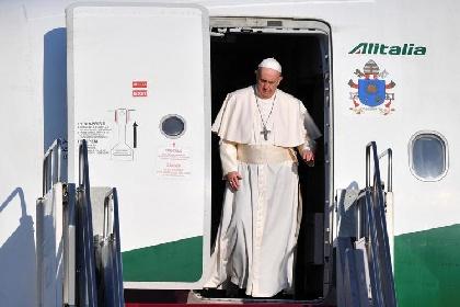 https://www.ragusanews.com//immagini_articoli/16-10-2021/anche-papa-francesco-lascia-alitalia-e-passa-a-ita-280.jpg