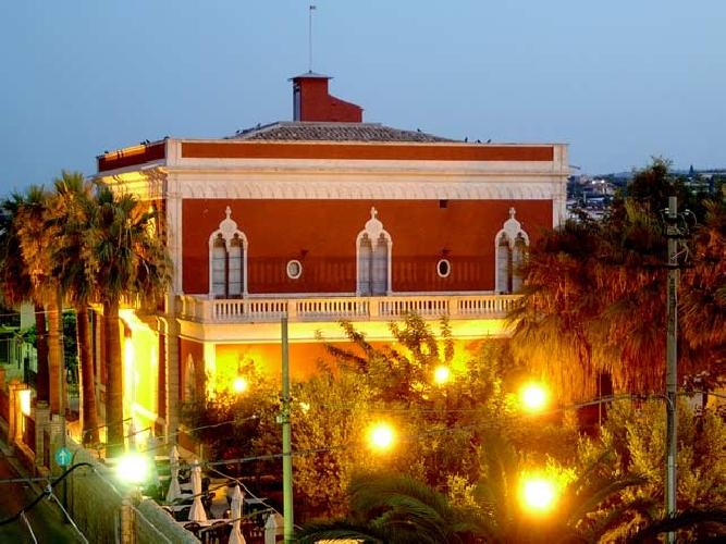 https://www.ragusanews.com//immagini_articoli/16-11-2013/gli-intellettuali-palazzo-mormino-resti-luogo-di-cultura-500.jpg