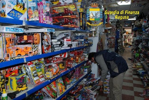 http://www.ragusanews.com//immagini_articoli/16-11-2016/ragusa-sequestrati-oltre-10-mila-prodotti-contraffatti-420.jpg