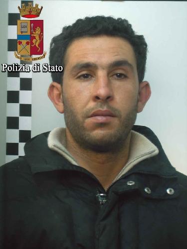 http://www.ragusanews.com//immagini_articoli/16-11-2017/comiso-arrestato-violento-rapinatore-500.jpg