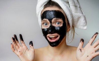 https://www.ragusanews.com//immagini_articoli/16-11-2018/pelle-grassa-ecco-fare-maschera-carbone-casa-240.jpg