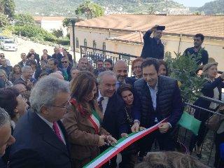 https://www.ragusanews.com//immagini_articoli/16-11-2019/scicli-inaugurata-la-sede-bonino-pulejo-240.jpg