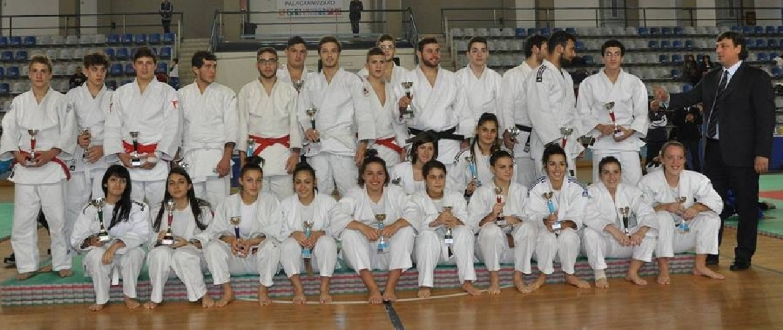 https://www.ragusanews.com//immagini_articoli/16-12-2014/judo-buono-il-fine-anno-per-la-koizumi-500.jpg