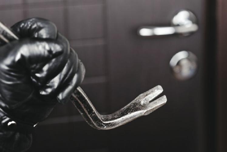 http://www.ragusanews.com//immagini_articoli/16-12-2014/tentato-furto-arrestato-alessandro-giannone-500.jpg